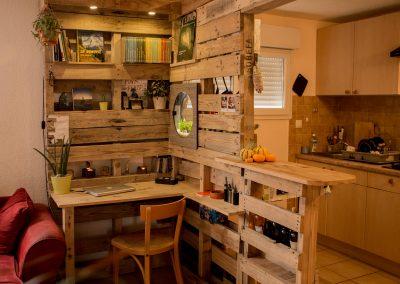 Meuble-combine-cuisine-bar-bureau-bibliotheque-par-Ambiance-Palette-(5)