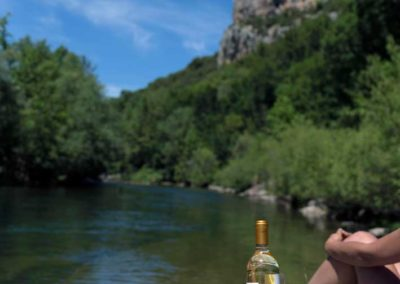 plateau-à-vin-double-bouteille-au-bord-de-l'eau-par-ambiance-palette1